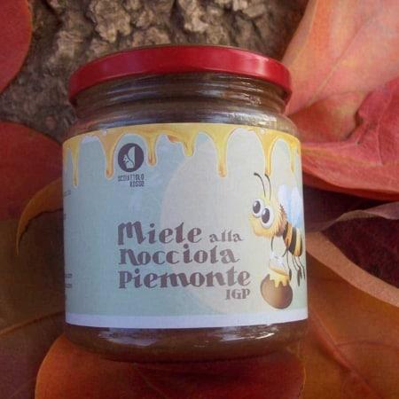 miele italiano alla nocciola Piemonte igp dell'azienda agricola Scoiattolo Rosso coltivazione vendita nocciole Piemonte