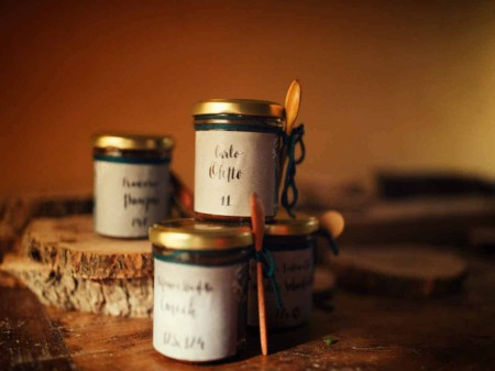 creazione bomboniere con i prodotti dell'azienda agricola Scoiattolo Rosso coltivazione e vendita nocciole Piemonte igp